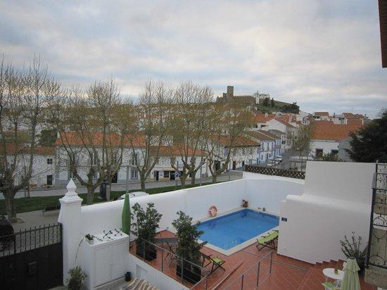Casa do Platano: Quarto lilás - vista para o castelo de Arraiolos