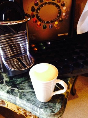 Legh Arms: Coffee machine in room