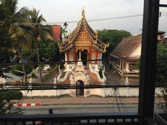 Pat's Klangviang: Tempel gegenüber