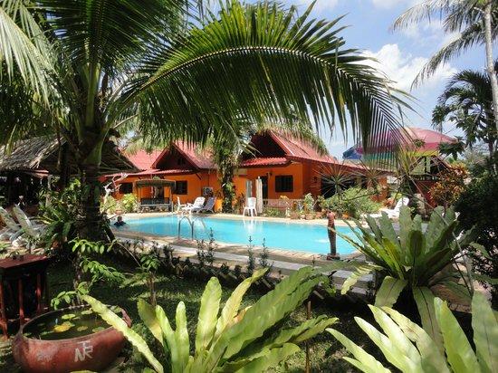 Na-Thai Resort: Blick auf unseren Familienbungalow