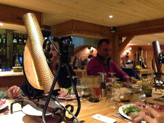la grange de robin : de grandes tables individuelles pour 10 pers rare a la montagne