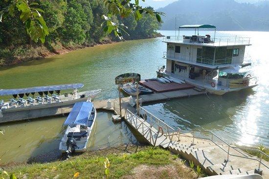 Belum Rainforest Resort : Boat House