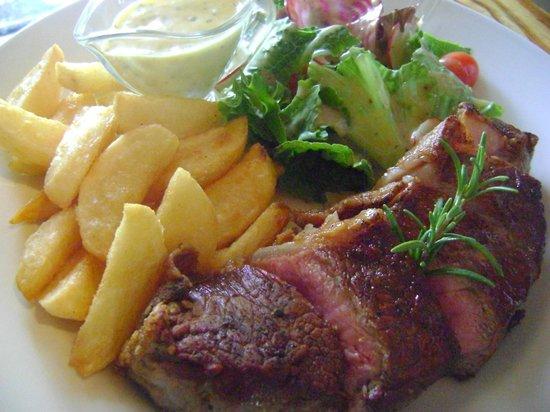 Karoux Restaurant : Aged Sorloin with hand cut chips, garden salad and sauce bearnaise