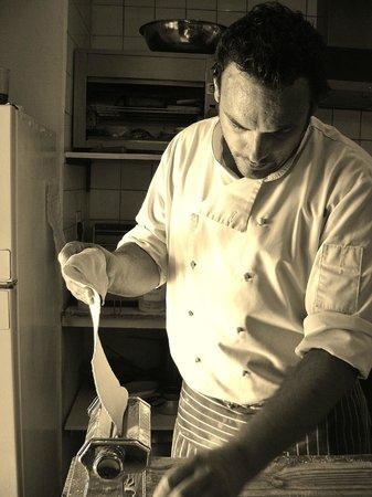 Karoux Restaurant : Chef making pasta