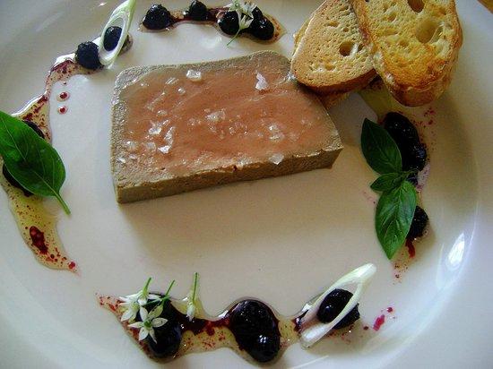 Karoux Restaurant : Free Range Chicken liver parfait with blueberry vinaigrette and toasted ciabatta