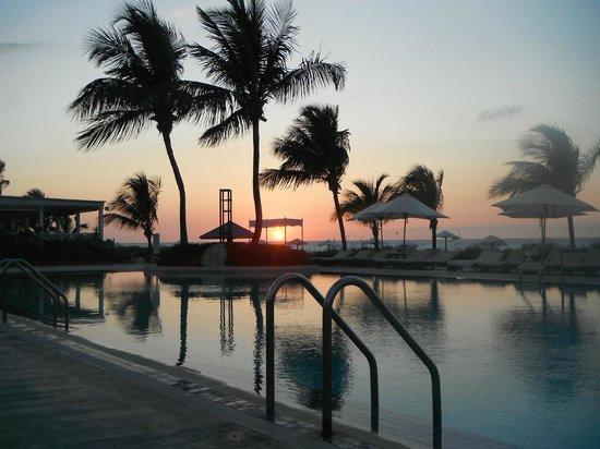 Club Med Columbus Isle : Couché de soleil de la piscine