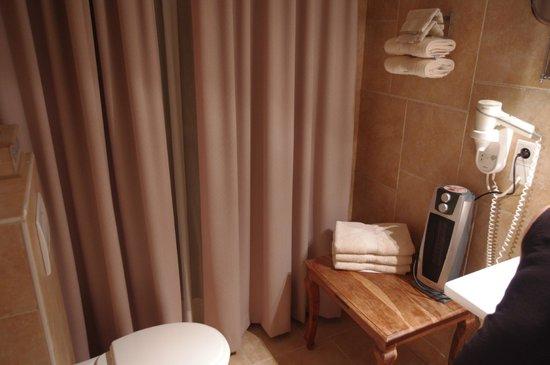 Hotel Prelude: Salle de bain