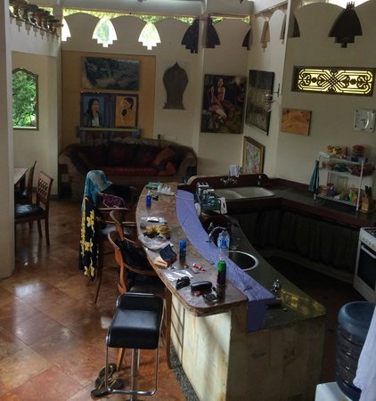 Tirta Asri Ubud: Kitchen and dining area