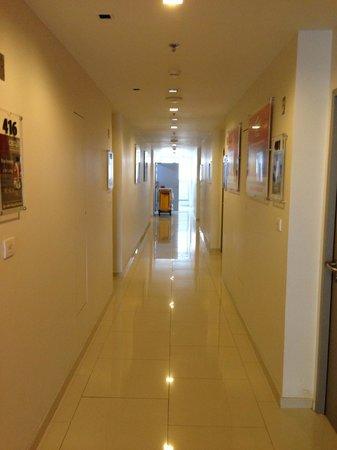Red Planet Bangkok Asoke : Depan kamar
