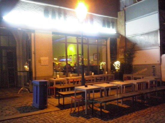 Dada Falafel: esterno notte
