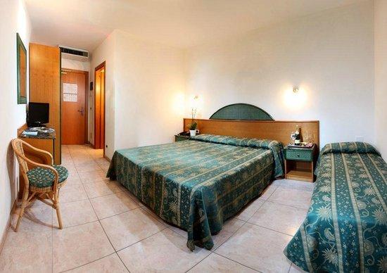 Hotel Mediterraneo: Camera Superior tripla