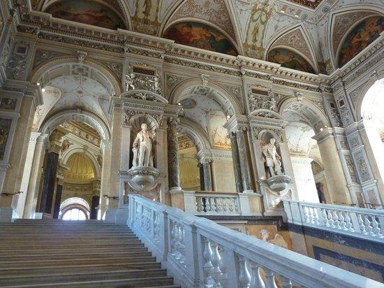 Muséum d'histoire naturelle de Vienne : Impressive stairway