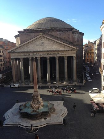 Albergo del Sole Al Pantheon : View from our room in the annex.