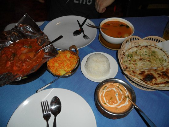 Taj Palace Indian Restaurant : Chicken, soup and vegetarian dish