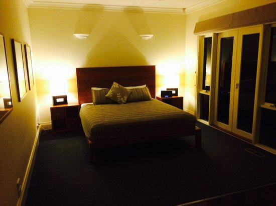 Lochiel Luxury Accommodation: Main bedroom