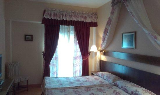 Hotel Alcazar : Habitación