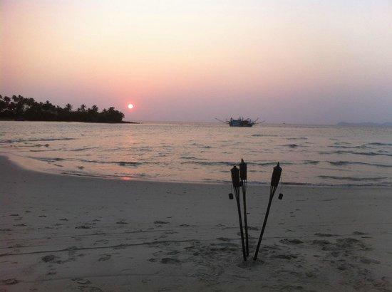 Soneva Kiri: the A M A Z I N G beach