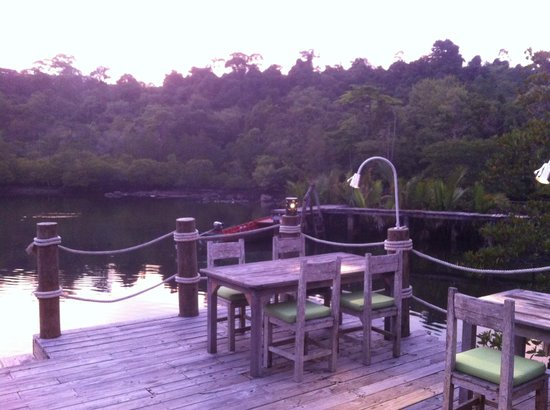 Soneva Kiri: outisde table at Benz with view on the Mangrove