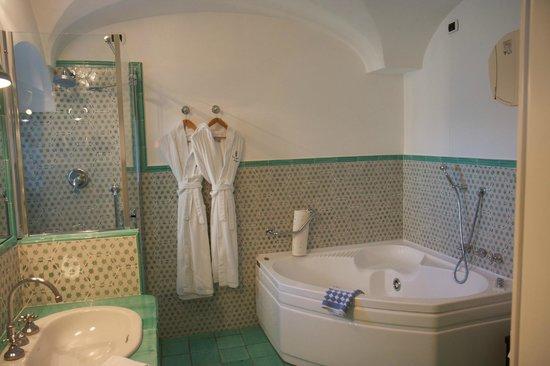 Santa Caterina Hotel: Chalet main bathroom
