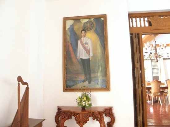 Malacanang Of The North: Impressive presidential portrait.