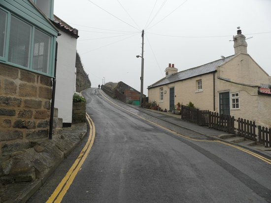 The Endeavour Staithes with Luxury Bed & Breakfast: Road up to car park