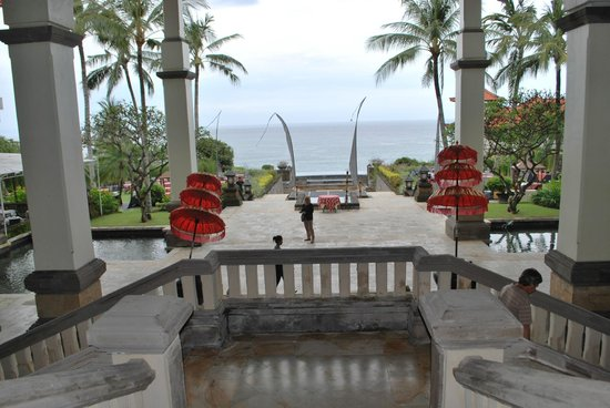 Hilton Bali Resort: looking down from the foyer