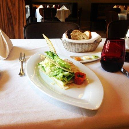 Crowne Plaza St. Petersburg - Ligovsky: Цезарь в ресторане Оливетто. Очень вкусный!