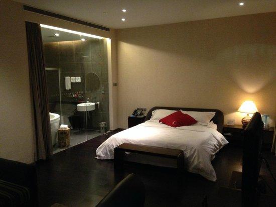 Hotel Kapok Beijing: Zimmer/Bad