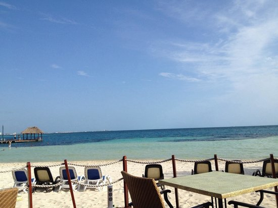 The Royal Cancun All Suites Resort: The view from our breakfast table
