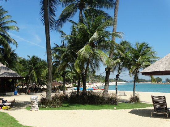 Shangri-La's Rasa Sentosa Resort & Spa : beachfront