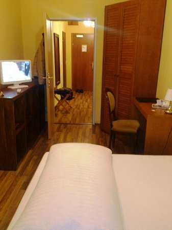 Hotel Casa d'Oro Luciani: الغرفه ومكتب عمل