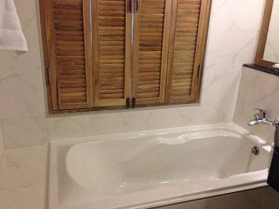 Katathani Phuket Beach Resort: バスルーム