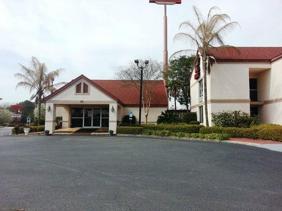 Nice Red Roof Inn U0026 Suites Brunswick I 95: Lobby Entrance