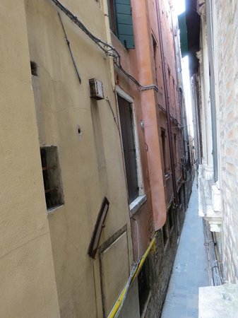 Hotel Ala - Historical Places of Italy: Blick in die Calle Gritti