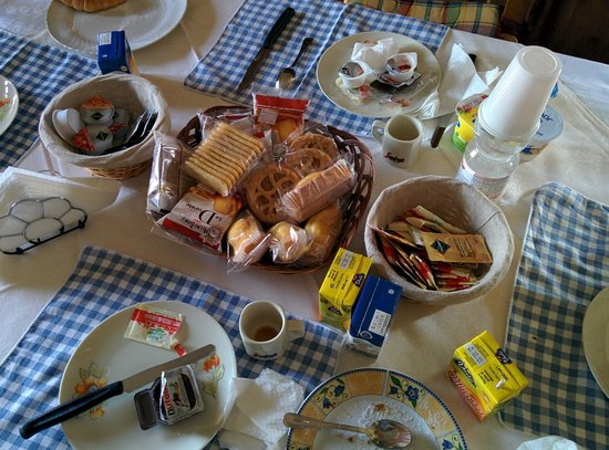 Affittacamere B&B SoleLuna: la tavola dopo la colazione