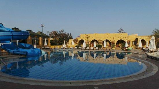 Three Corners Rihana Resort : een van de zwembaden in het hotel