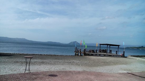 Club Balai Isabel : Taal lake view