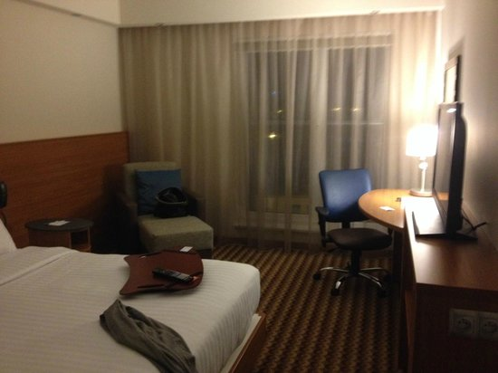Hampton by Hilton Warsaw Airport: room is small but very functional