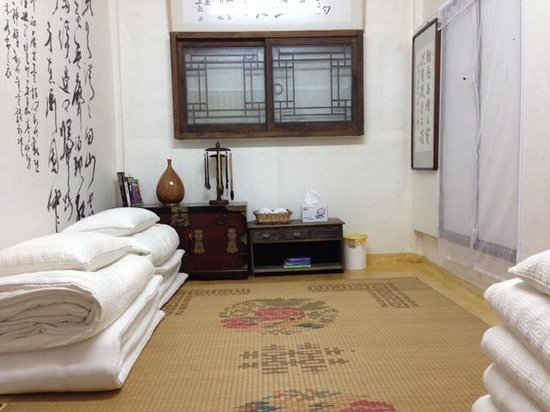 Ogamul Guesthouse: Sunrise Room (traditional room with under heating)