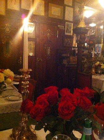 Napoli da Gerardo: Rosen und Kerzen und goldige Zeiten