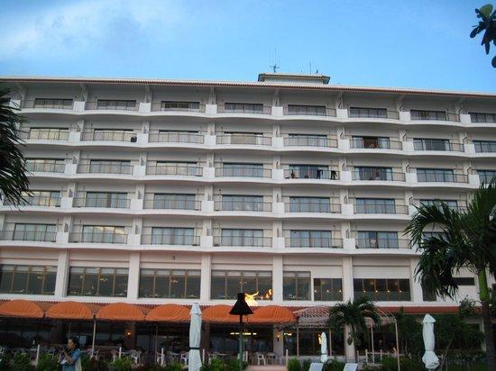 Ishigaki Seaside Hotel: ホテル外観 ビーチより