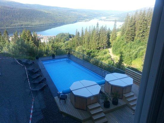 Fjallgarden Hotel: Sommarvy - utsikt från vårt fönster