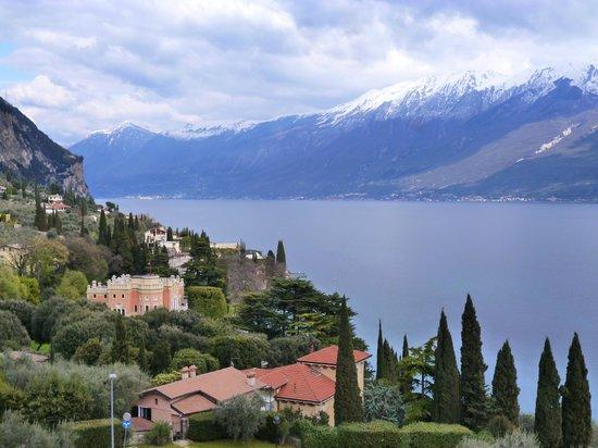 Hotel Meandro: Blick zum Ostufer mit Monte Baldo Massiv