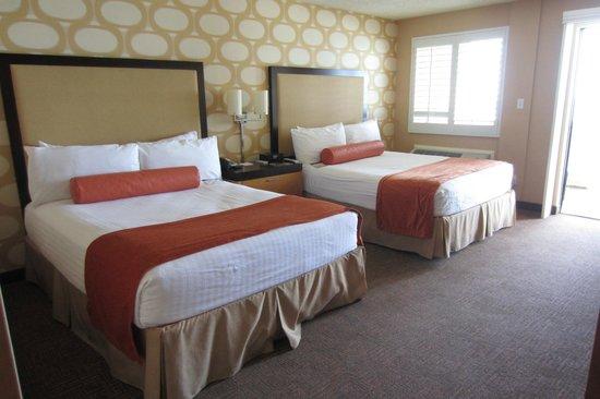 SeaCrest OceanFront Hotel: Bedroom oceanfront