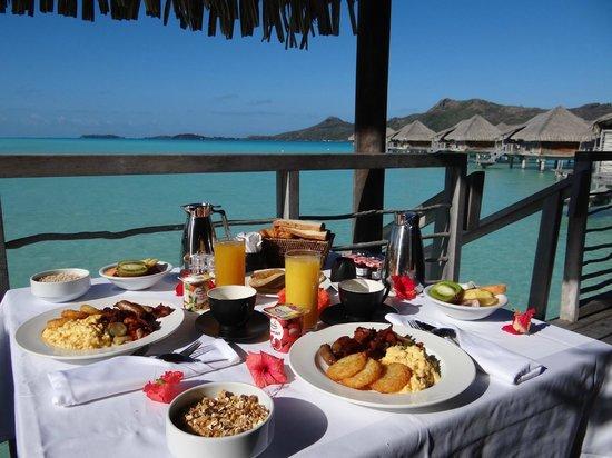 InterContinental Bora Bora Resort & Thalasso Spa: Desayuno en Canoa a la habitación