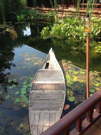 Angkor Village Resort : scenic pond