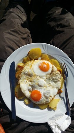 Baita Cuca Hutte : Fried egg with potatoes
