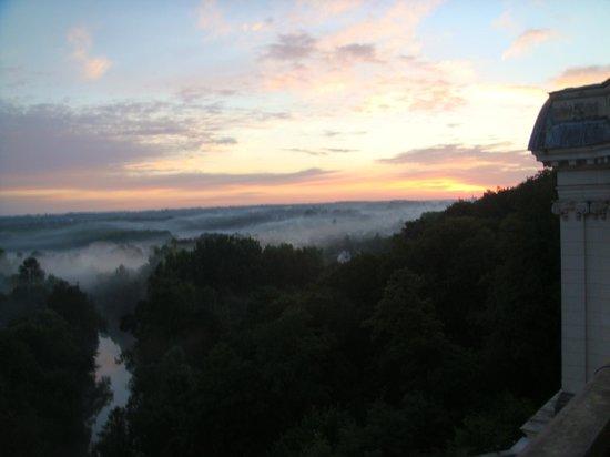 Chateau d'Artigny : закат вид из номера