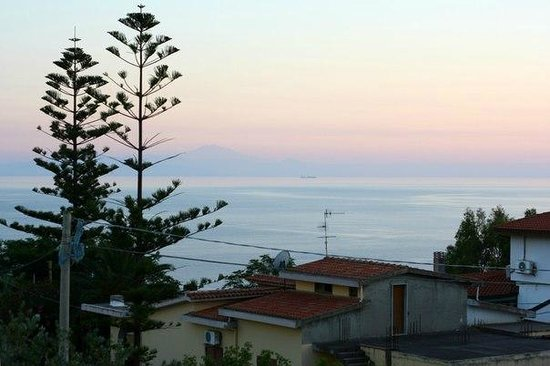 Hotel Punta Faro: Вид с балкона на море