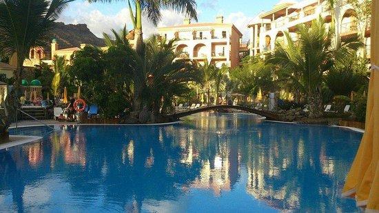 Cordial Mogan Playa: Utsikt övre poolområdet